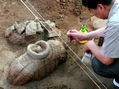 Descubren otros 100 guerreros de terracota en el famoso mausoleo de Xian