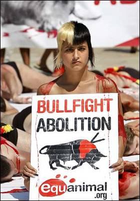 El Guggenheim se tiñe de sangre contra los toros 1250343285083toros2dn