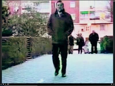 Rajoy va a la cola del paro para hacerse una foto